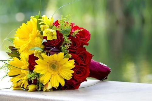 Brautstrauß in gelb und rot