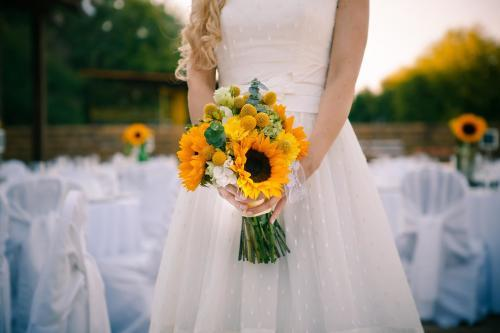 gelber Brautstrauß mit Sonnenblumen
