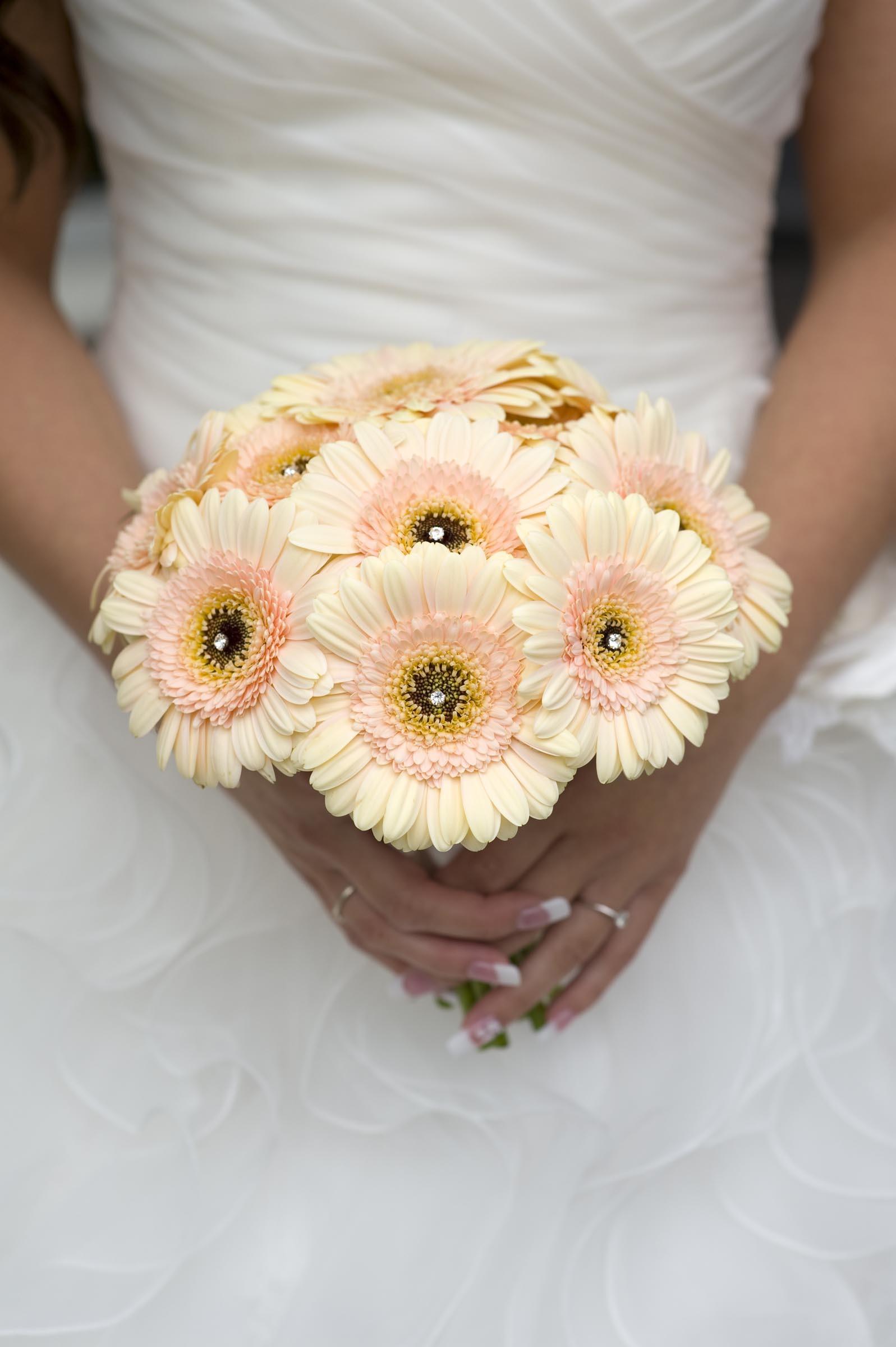 Brautstrauss Aus Cremefarbenen Gerbera Heiraten Mit Braut De