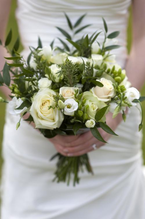 Brautstrauß in Grün und Creme