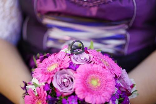 Brautstrauß mit lila Rosen und Gerbera
