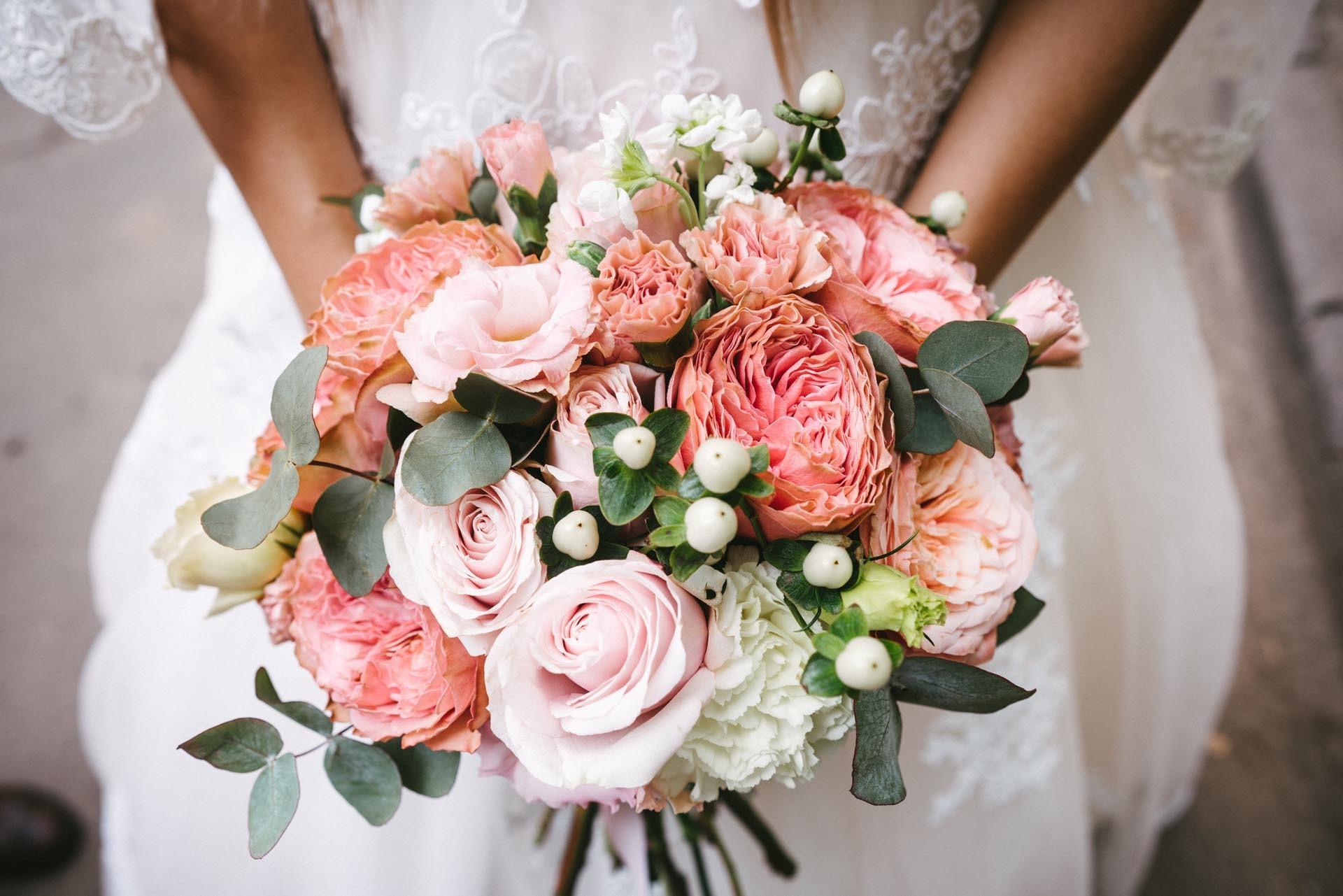 Moderner Brautstrauss In Lachsfarben Heiraten Mit Braut De