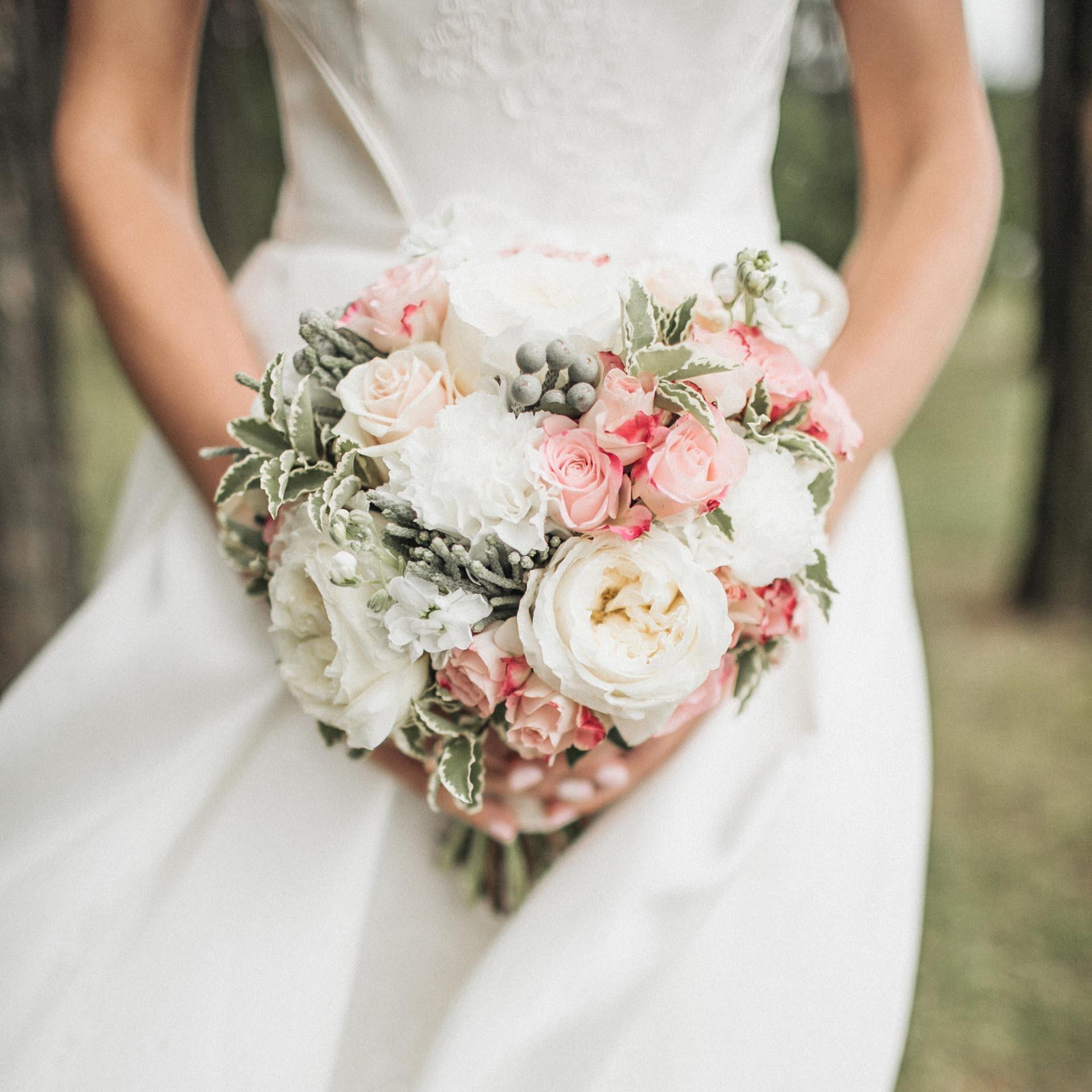 Moderner Brautstrauss In Weiss Und Rosa Heiraten Mit Braut De