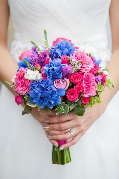 Brautstrauß in Pink und Blau