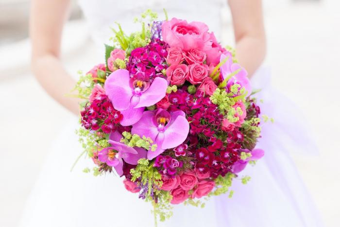 pinker Brautstrauß aus Orchideen
