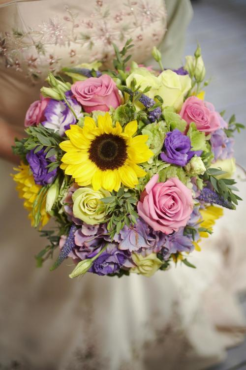 bunter Brautstrauß mit Sonnenblumen