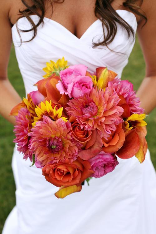 orangefarbener Brautstrauß