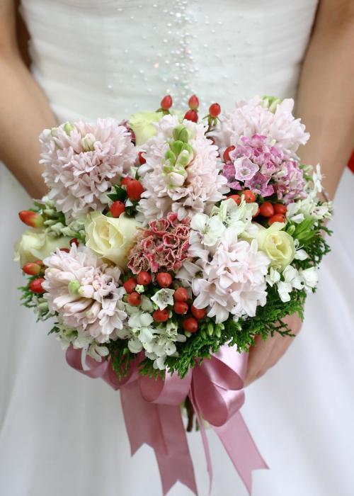 rosafarbener Brautstrauß