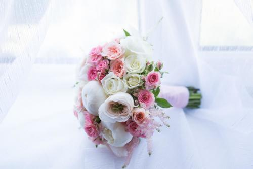 Brautkugel in Rosa und Weiß