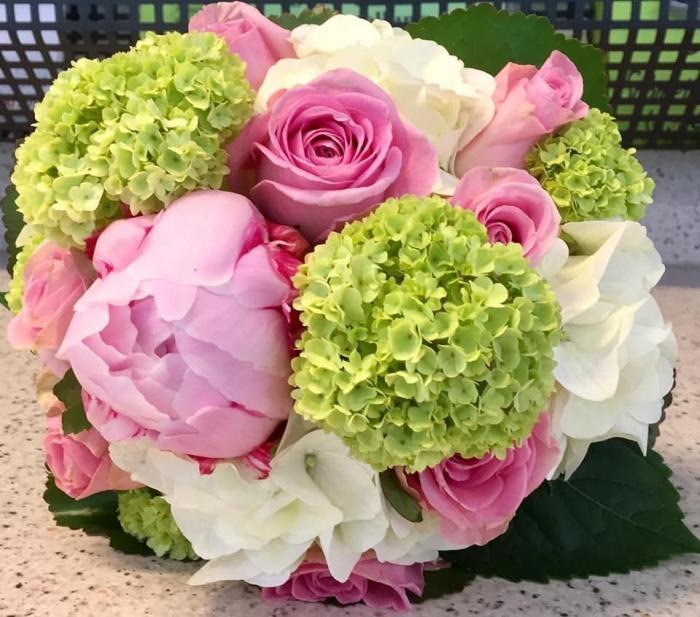 Brautstrauß mit Frühlingsblumen