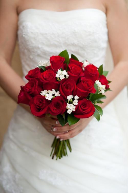 Brautstrauß aus roten Rosen