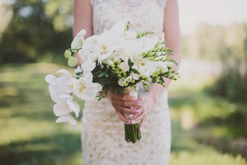 Brautstrauß aus weißen Orchideen