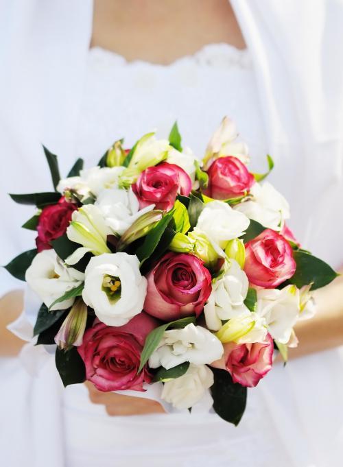 Brautstrauß in weiß und rosa