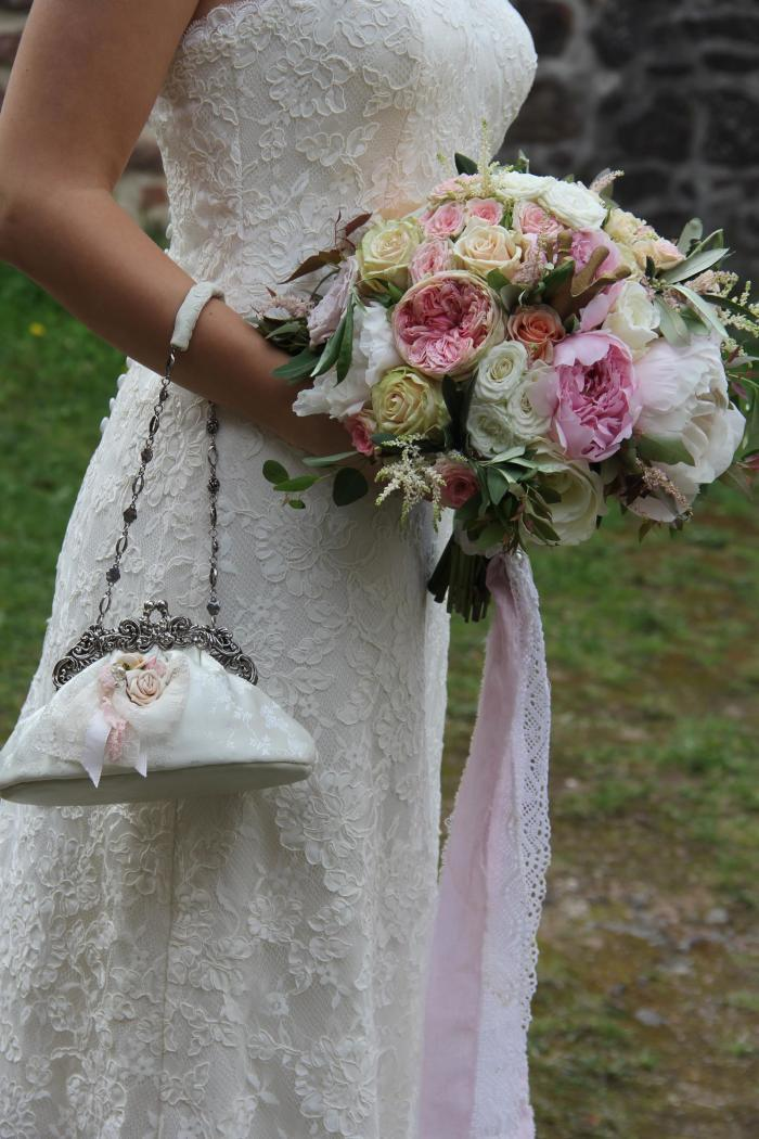 Brautkugel mit Pfingstrosen