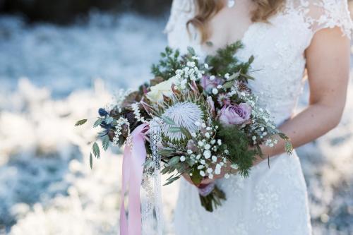 winterlicher Brautstrauß mit Schleierkraut