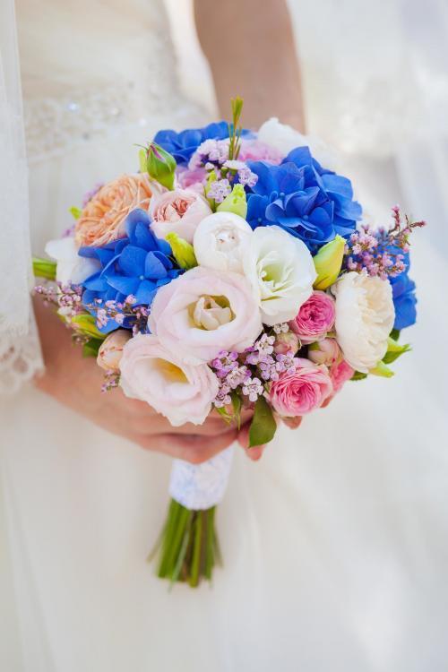 Bunter Brautstrauß mit Hortensien und Rosen