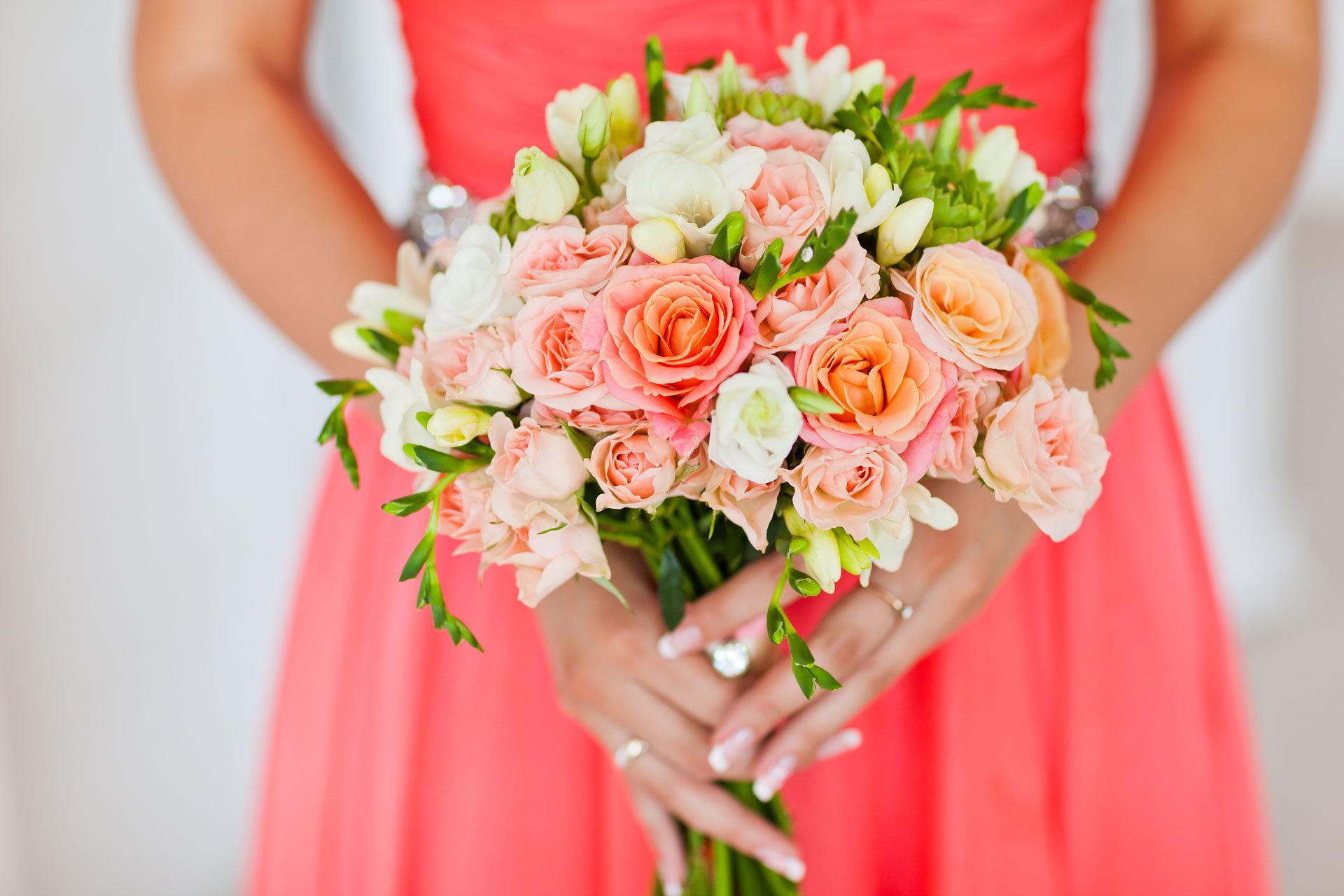 Brautstrauß in der Trendfarbe Coral