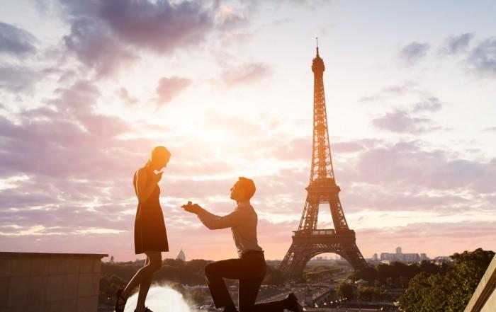 Heiratsantrag am Eiffelturm in Paris
