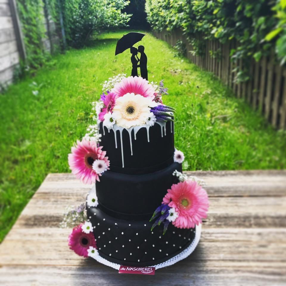 schwarze Hochzeitstorte