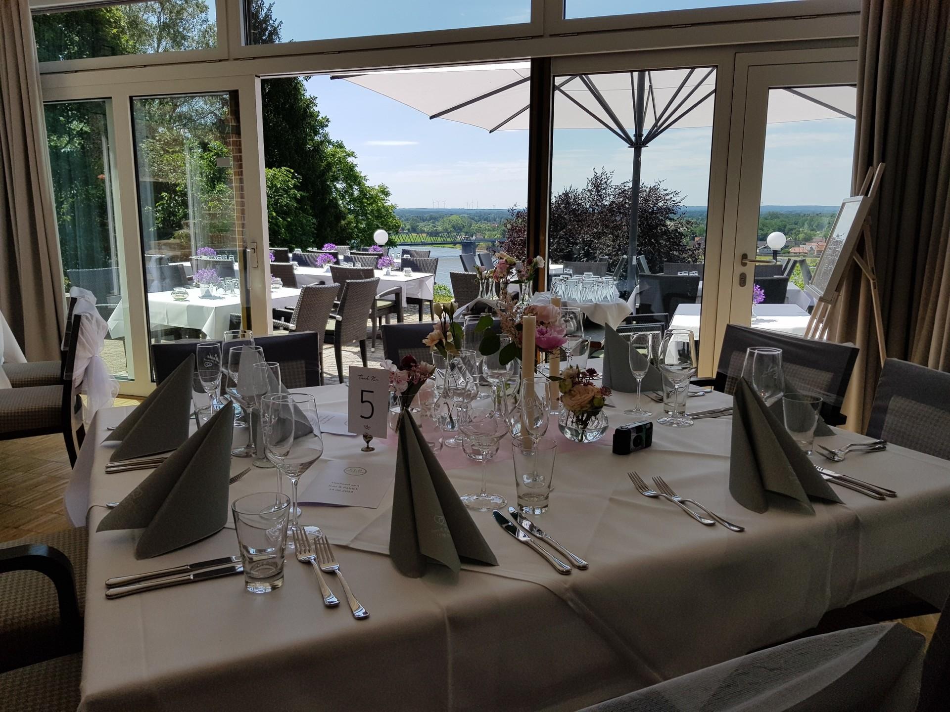 Hochzeitslocation Elbterrasse in Lauenburg