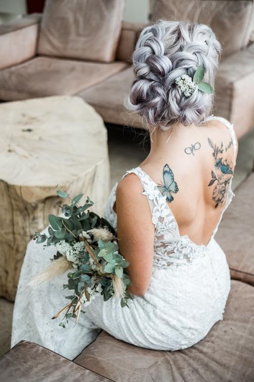 Extravagant-kunstvolle Brautfrisur