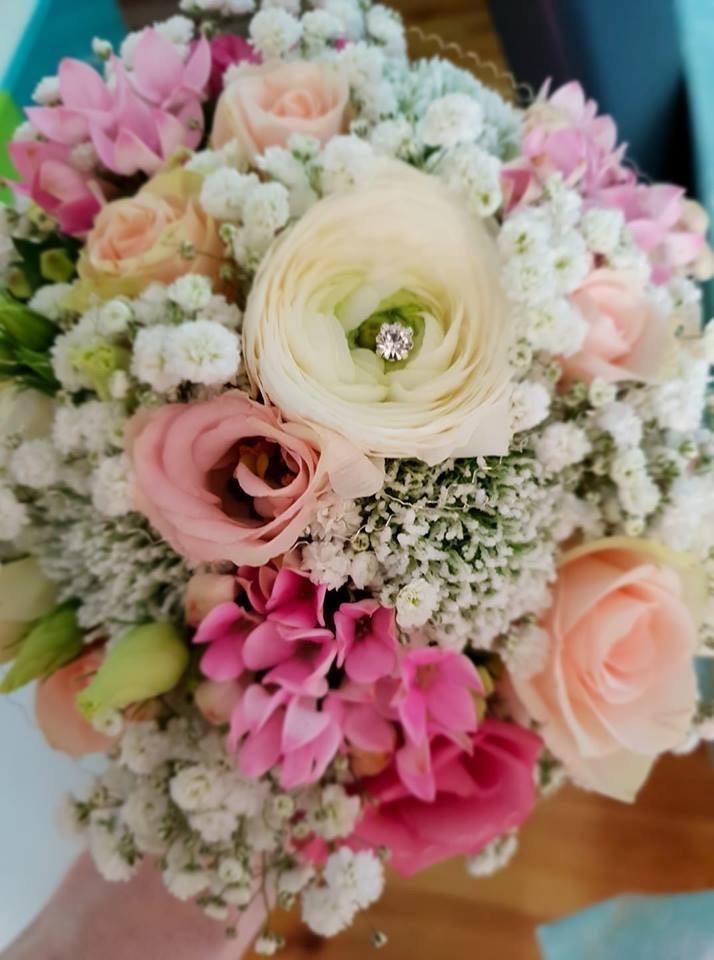 Frühlingshafter Brautstrauß