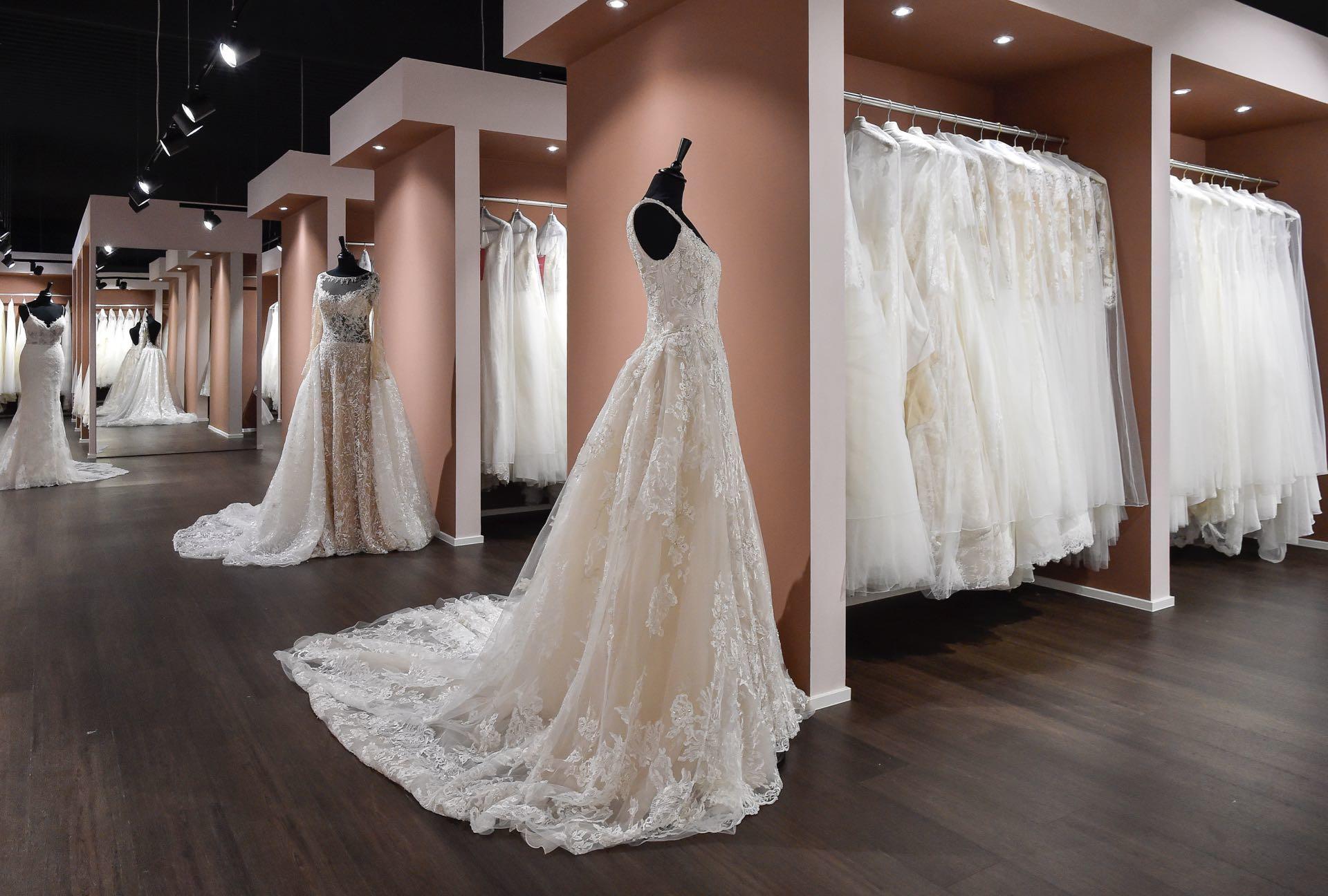 Ganz in Weiss Brautkleider und Abendkleider