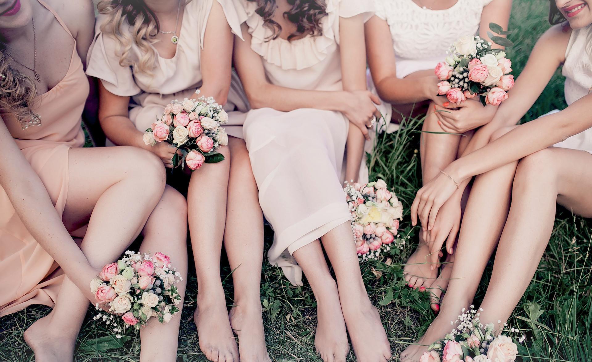 Brautjungfern auf Hochzeitsfeier