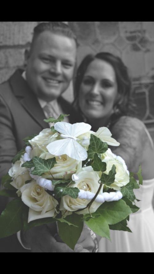 Klassischer Brautstrauß in Weiß und Grün