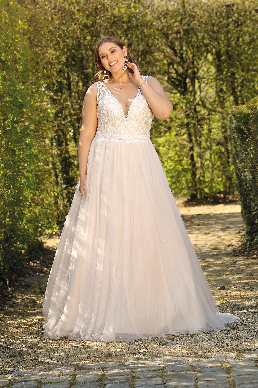 Brautkleider in großen Größen für die kurvige Braut  braut.de