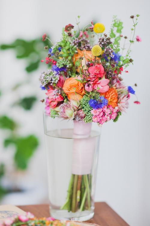 farbenfroher Brautstrauß