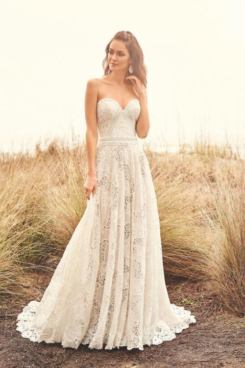 schulterfreies Brautkleid aus Spitze mit Sweetheart-Ausschnitt, Vorderansicht
