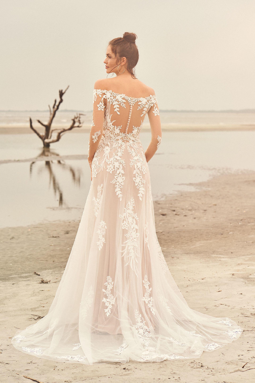 Brautkleid in Altrosa mit transparentem Spitzentop und langen