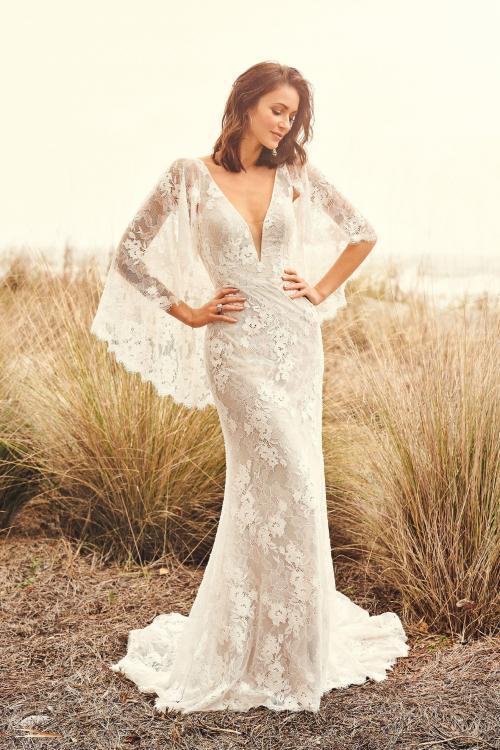 Brautkleid mit Flügelärmel aus Spitze, Vorderansicht