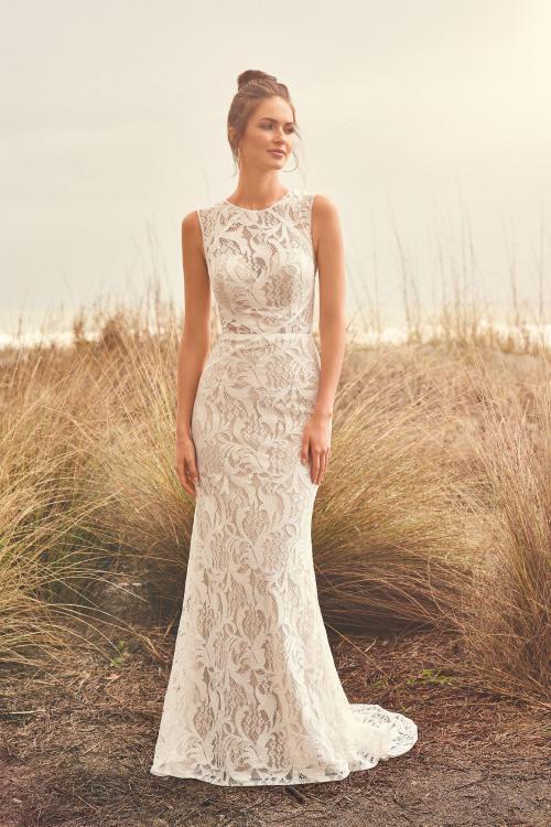 Fit & Flare Hochzeitskleid komplett aus Spitze, Vorderansicht