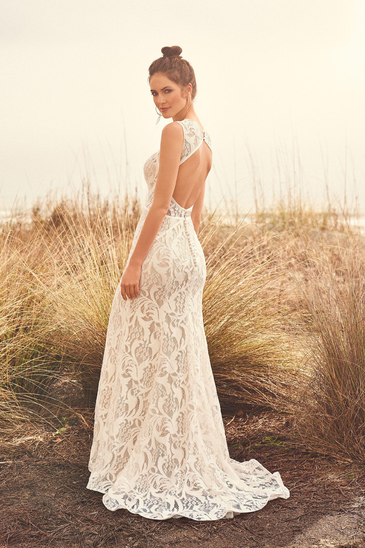 Hochgeschlossenes Brautkleid aus Allover-Spitze im Fit-and-Flare