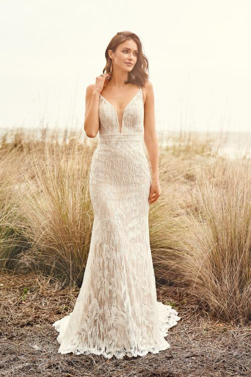 elegantes Fit & Flare Hochzeitskleid mit Plunge-Ausschnitt, Vorderansicht