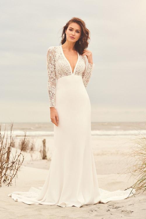 Brautkleid fit & Flare transparent mit Plunge-Ausschnitt aus Spitze, Vorderansicht