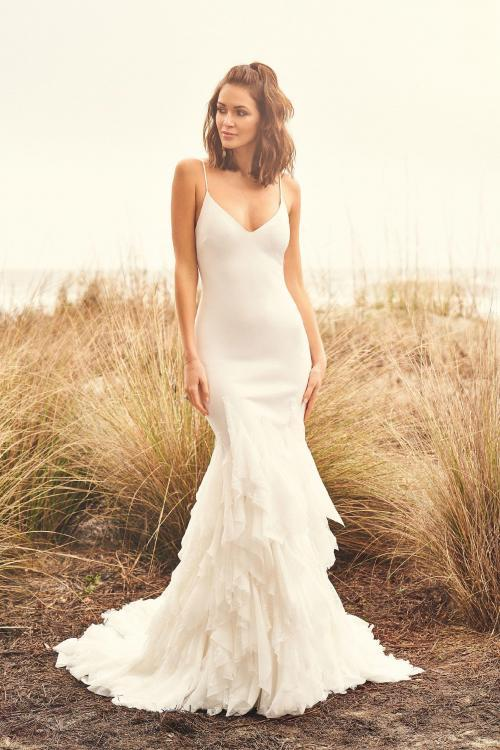 Fit & Flare Hochzeitskleid mit Spaghettiträgern, Frontansicht