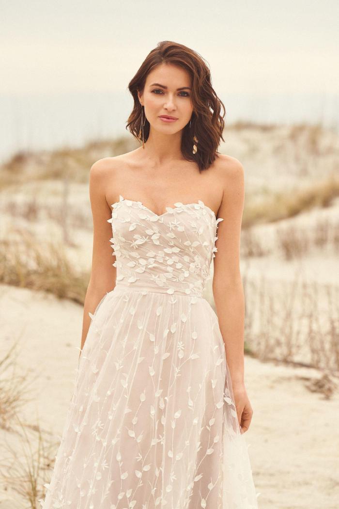 Frontaufnahme Hochzeitskleid im Prinzessinnen-Look