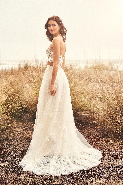 Bauchfreie Braut-Look mit Tüllrock und Spitzentop mit