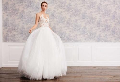 Brautkleid in Creme im Prinzessstil mit voluminösem Tüllrock und transparentem Spitzentop mit Tattoo-Effekt von Lilly, Modell 08-4010, Vorderansicht