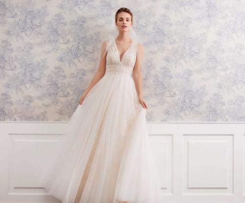 Nudefarbenes Brautkleid im Boheme-Stil mit Spitzentop, V-Ausschnitt und Tüllrock von Lilly, Modell 08-4057