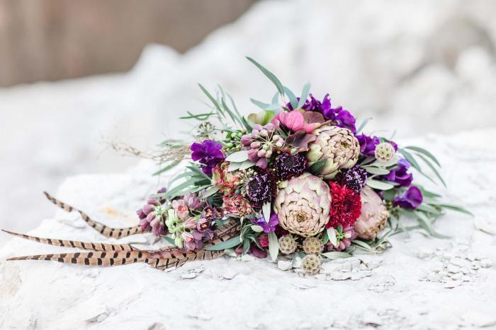Brautstrauß im Boho-Stil mit Artischocken