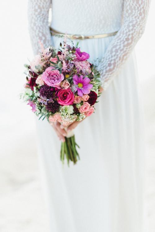 Brautkugel in Beerentönen