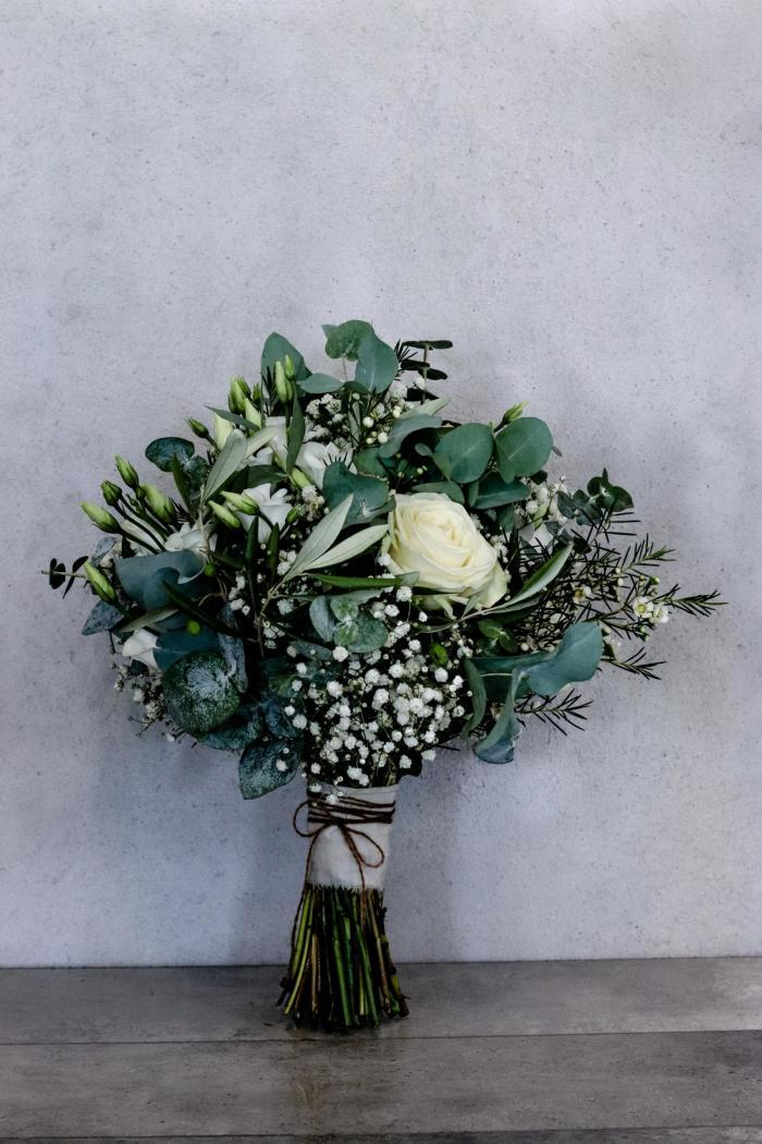 Blumenstrauß aus verschiedenem Bindegrün