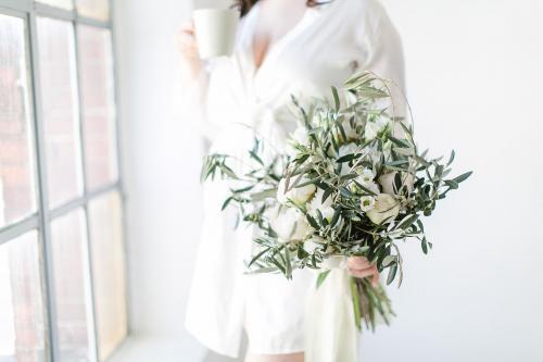 Blumenstrauß mit Olivenzweigen
