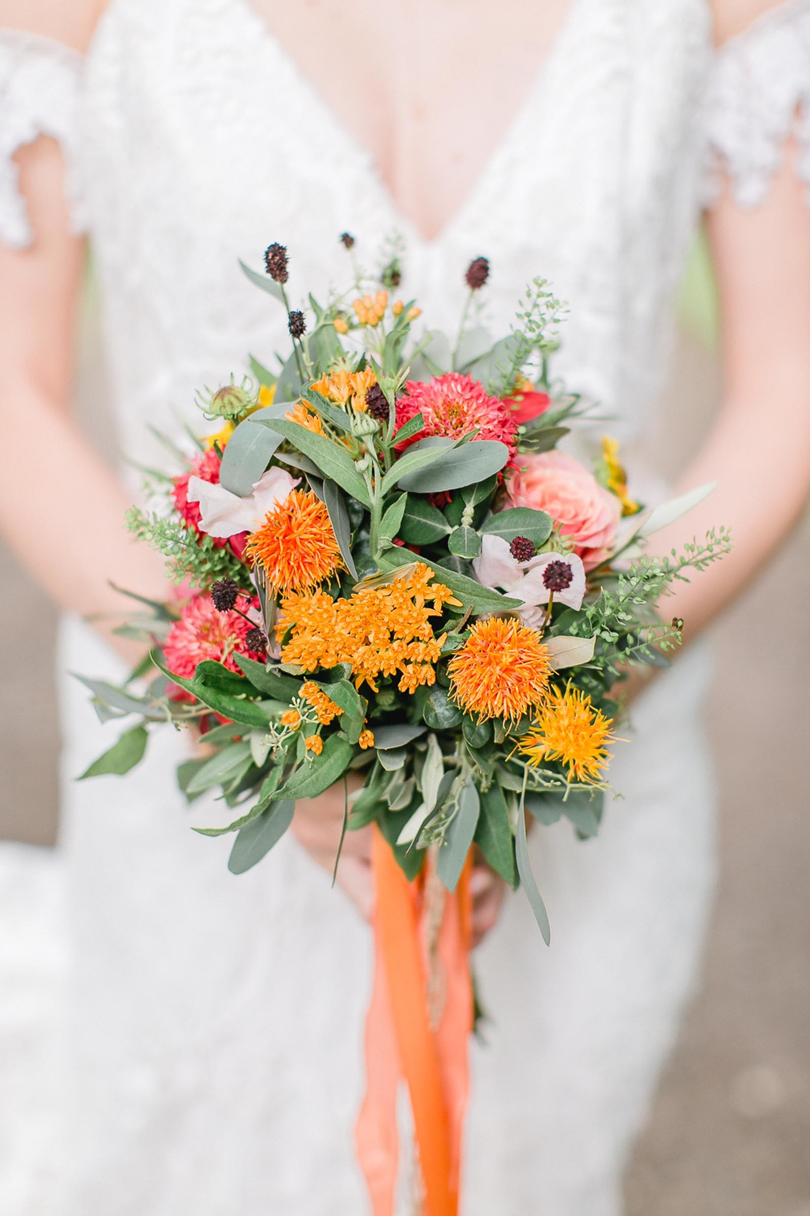 Brautstrauß mit Färberdisteln