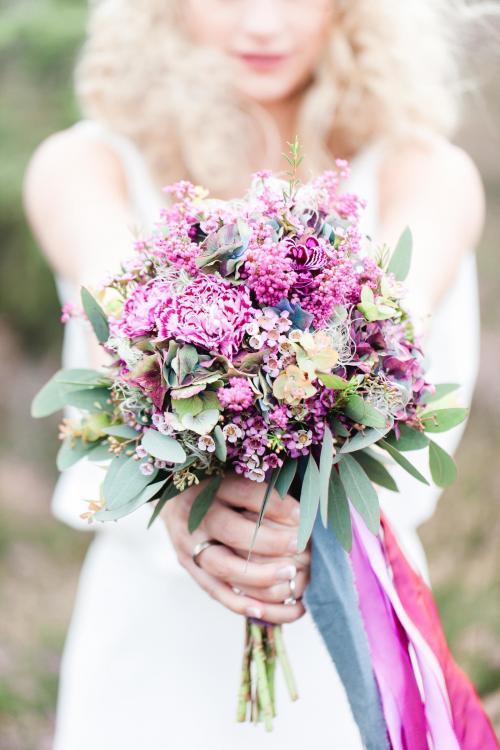 Brautstrauß mit Wachsblumen