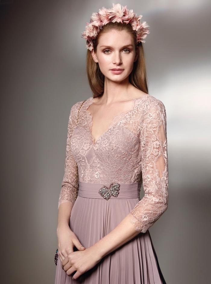 Langes Kleid mit Spitzentop und langen Ärmeln von Fara Fiesta in Rosa